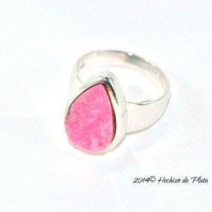 Anillo de plata con piedra rosa de Hechizo de Plata Joyería