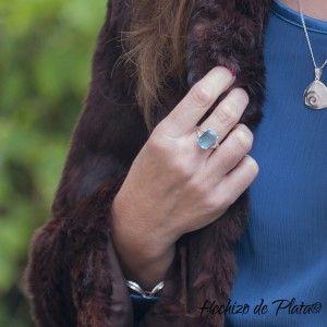 Anillo de plata con circonita azul de Hechizo de Plata Joyería