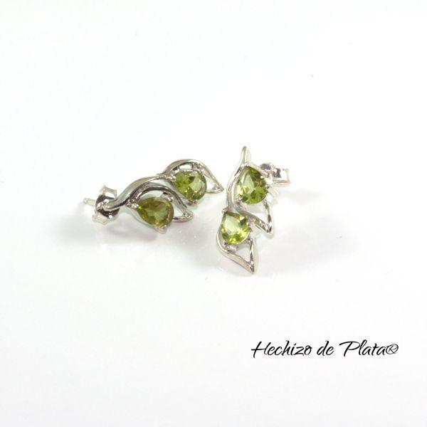 Pendientes de plata en hoja con piedra verde peridoto de Hechizo de Plata Joyería