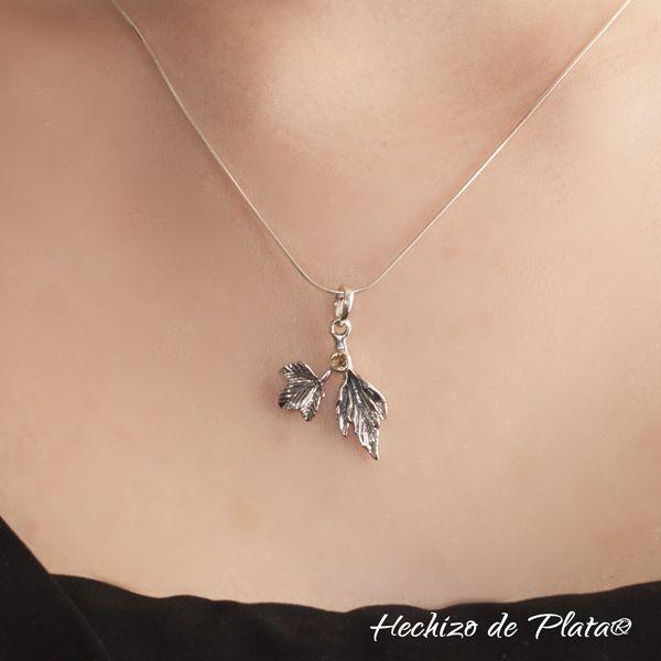 Colgante de plata en hojas con  piedra citrino  de Hechizo de Plata Joyería