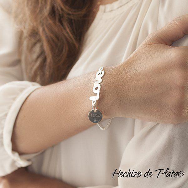 Nuevas entradas de #PulserasdePlata personalizables. Para los/as más románticos/as. Aun estás a tiempo para hacerle un detalle inolvidable. Pulseras de Plata de Hechizo de Plata. Con tu punto personal. Las encuentras en http://www.hechizodeplata.com/tienda/joyeria-de-plata/pulseras-de-plata-grabadas/