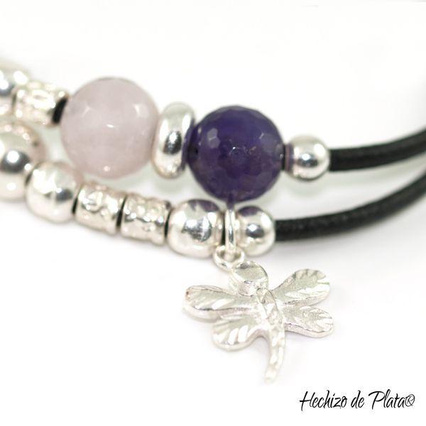 Pulsera personalizada en cuero, plata y piedras cuarzo rosa y amatista de Hechizo de Plata Joyería