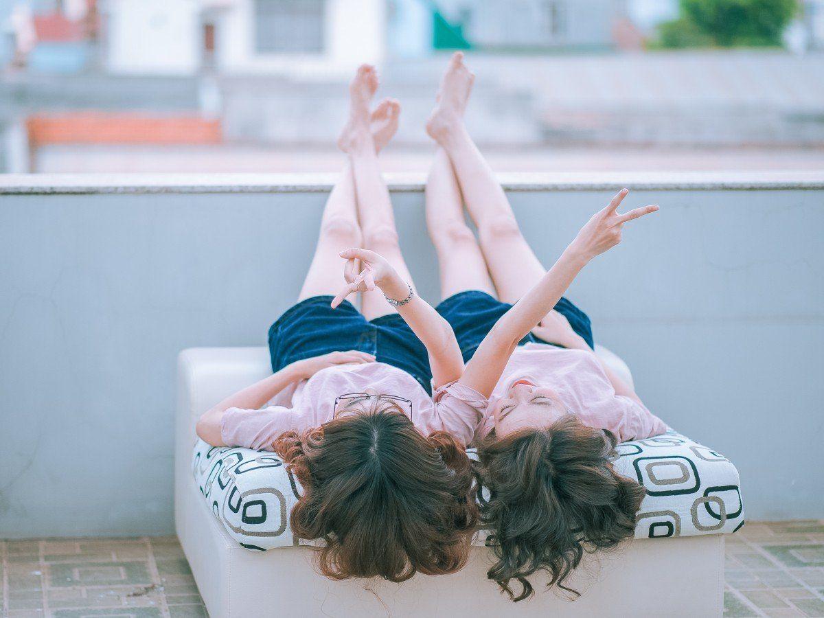 amistad entre chicas de Hechizo de Plata