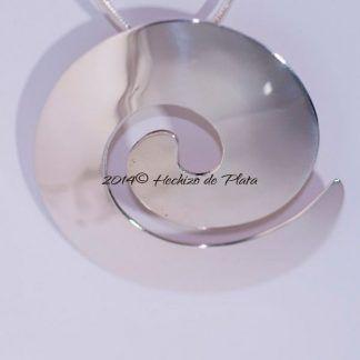 Colgante de plata en espiral de Hechizo de Plata Joyeria