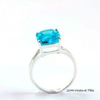 Anillo de plata con circonita azul