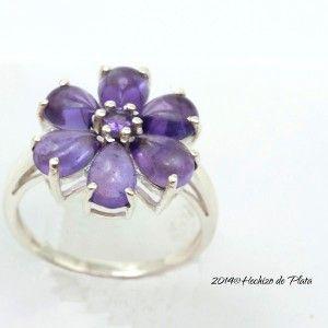 anillo de plata con amatista natural en forma de flor de Hechizo de Plata Joyería