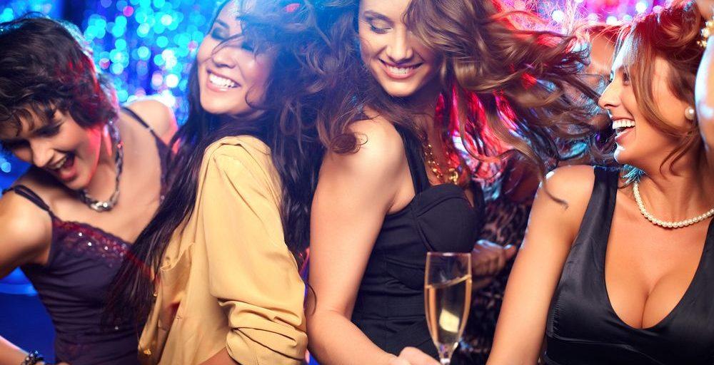 chicas celebrando una despedida de soltera