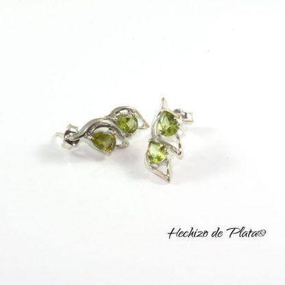 Pendientes-de-plata-en-hoja-con-piedra-verde-peridoto de Hechizo de Plata Joyería