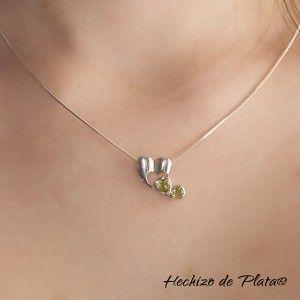 Colgante de plata corazón con peridoto verde de Hechizo de Plata Joyería