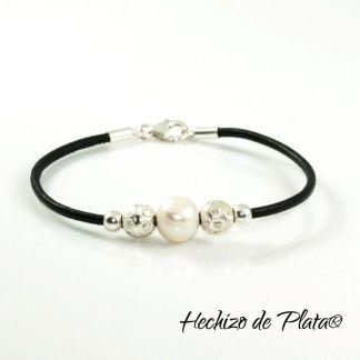 Pulsera personalizada en cuero, plata y perla de Hechizo de Plata Joyería