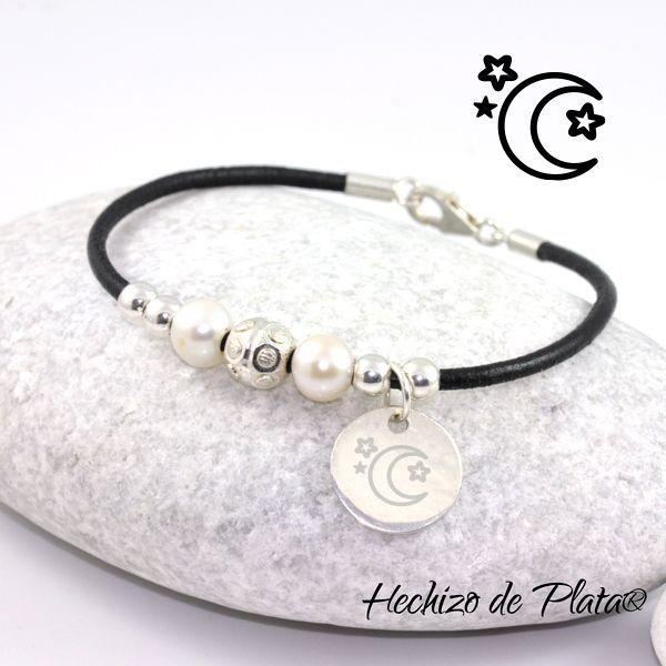 Pulsera de plata personalizada, cuero y perlas de Hechizo de Plata Joyería