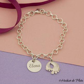 pulsera personalizada con pies de bebe y medalla para grabar nombre de Hechizo de Plata joyería