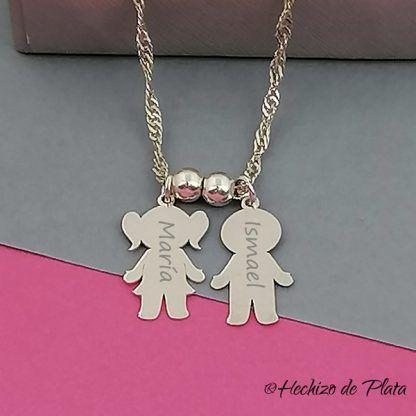 Colgante niños/niñas personalizado en plata de ley para la mamá de Hechizo de Plata Joyería